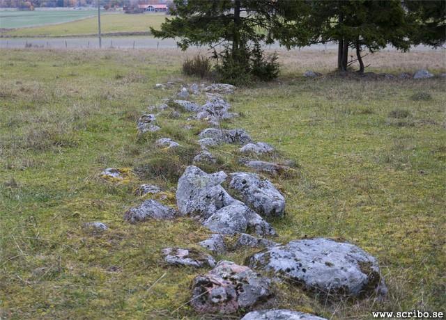 osthamra-gamla-kyrgogard-muren